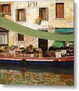 il mercato galleggiante a Venezia Metal Print