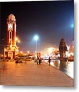 Jp025 The Clock Tower On The Malviya Dwipa At Har-ki-pauri Metal Print