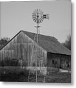 Laurel Road Barn In Black And White Metal Print