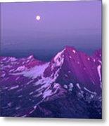 M05413 Moonrise Over Broken Top Metal Print