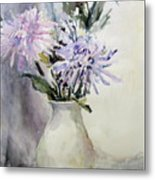 Mums In White Pitcher Metal Print by Dorothy Herron