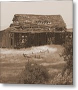 Old Barn In Oregon Metal Print