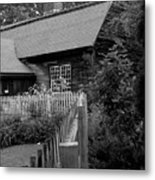 Old Sturbridge House In Black And White Metal Print
