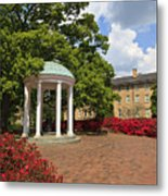 Old Well At Chapel Hill Metal Print