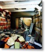 Papers Lodging - Luoghi Abbandonati Delle Passeggiate A Levante Deposito Carte  Metal Print