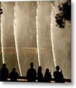 People Watching Fountain At Bellagio Metal Print