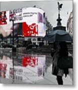 Piccadilly In The Rain Metal Print