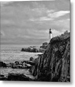 Portland Head Lighthouse - Cape Elizabeth Maine In Black And White Metal Print