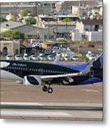 Southwest Boeing 737-7h4 N715sw Shamu Landing Phoenix Sky Harbor April 5 2011 Metal Print
