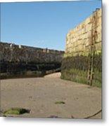 St Andrews Pier At Low Tide Metal Print