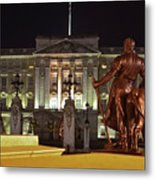 Statues View Of Buckingham Palace Metal Print