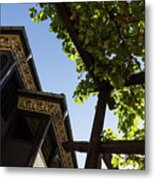 Summer Courtyard - Decorated Eaves And Grape Arbors In The Sunshine Metal Print