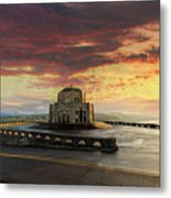 Sunrise At Vista House On Crown Point Metal Print