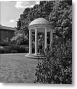 The Old Well At Chapel Hill In Black And White Metal Print