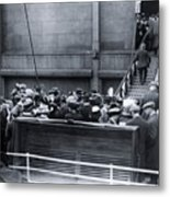 Titanic Rescue Ship Carpathia Arriving In Dock Metal Print