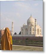 Women At Taj Mahal Metal Print by Bill Bachmann - Printscapes