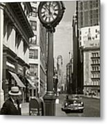 A Street Clock On Fifth Ave., Nyc Metal Print