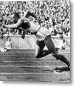 Jesse Owens At Start Of Race Metal Print