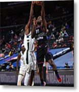 Milwaukee Bucks v Philadelphia 76ers Metal Print