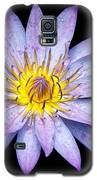 Droplets On A Water Lily. Galaxy S5 Case by Evelyn Garcia