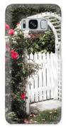 White Arbor With Red Roses Galaxy S8 Case