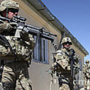 A Group Of U.s. Army Soldiers Provide Poster