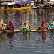 Cartoon - Ladies On A Wooden Boat On The Dal Lake With The Background Of Hoseboats Poster