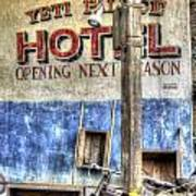 Hotel Yeti Poster