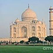 Taj Mahal At Sunrise - Agra - Uttar Pradesh - India Poster