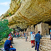 Visitors To Spruce Tree House On Chapin Mesa In Mesa Verde National Park-colorado Poster