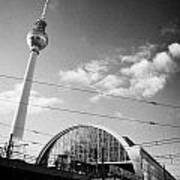 berliner fernsehturm Berlin TV tower symbol of east berlin and the Alexanderplatz railway station Poster