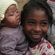 Enfants A Madagascar Poster by Francoise Leandre