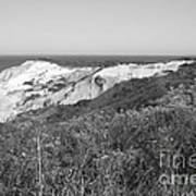 Gay Head Lighthouse With Aquinna Beach Cliffs - Black And White Poster