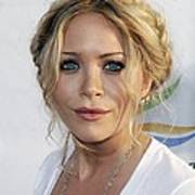 Mary-kate Olsen At Arrivals For Weeds Poster