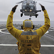 Petty Officer Guides An Sh-60r Sea Hawk Poster