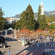 Uc Berkeley . Sproul Hall . Sproul Plaza . Sather Gate And Sather Tower Campanile . 7d10016 Poster