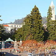 Uc Berkeley . Sproul Plaza . Sather Gate And Sather Tower Campanile . 7d10015 Poster