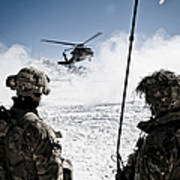 U.s. Army Soldiers Watch The Arrival Poster