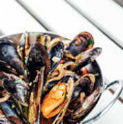 Stewed Fresh Mussels In Spicy Garlic Wine Seafood Sauce Poster