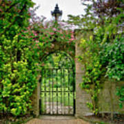 At The Secrete Gate To The Garden. Poster