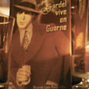 Gardel Vive En Guarne Four Poster