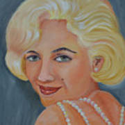 Marilyn Monroe With Pearls Poster