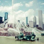 Picture Of Buckingham Fountain With Chicago Skyline Poster