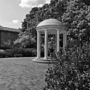 The Old Well At Chapel Hill In Black And White Poster