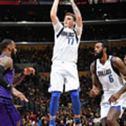 Dallas Mavericks V Los Angeles Lakers Poster