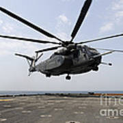 An Mh-53e Sea Dragon Prepares To Land Art Print