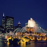 Evening At Buckingham Fountain - Chicago Art Print
