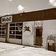 Route 66 - Rusty Mobil Station Art Print