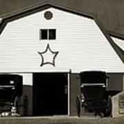 Amish Barn And Buggies Art Print