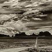 Approaching Monument Valley Art Print